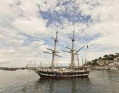 A Sailing Ship in Brixham Harbor, Devon, England — Stock Photo