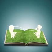Corte de papel de criança em livro de grama — Foto Stock