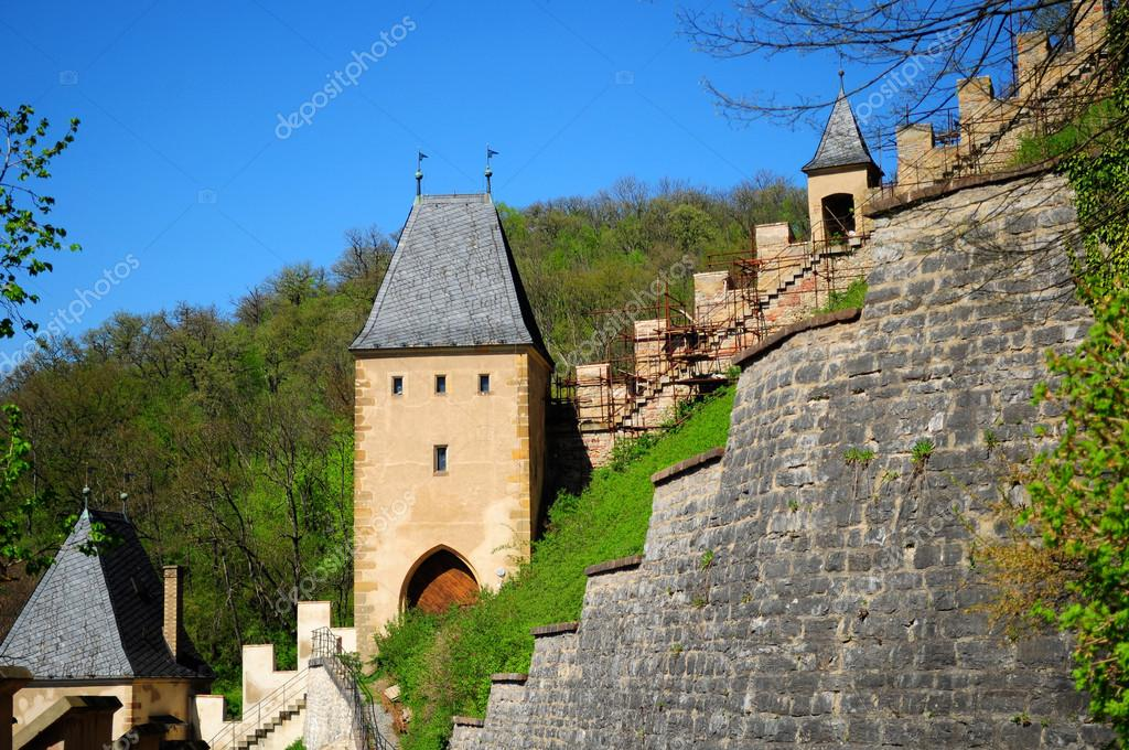 Karlstejn Castle over blue sky during the summer day — Stock Photo #12566599