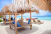 Pláž odpočinku pavilon v ostrovy gili trawangan — Stock fotografie