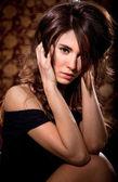 Jovem mulher no retrato de portas — Fotografia Stock