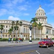 Classic cars in front of the Capitol  in Havana. — Stok fotoğraf