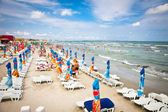Crowded beach with tourists in Mamaia, Romania. — Stock Photo