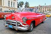 Klassiska oldsmobile i havanna. kuba, — Stockfoto