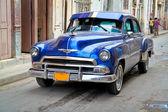 классические oldsmobile в гаване. — Стоковое фото
