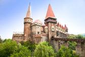 O castelo hunyad. castelo renascentista de hunedoara, romênia — Foto Stock