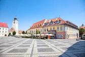 Hermosa plaza en sibiu, rumanía — Foto de Stock