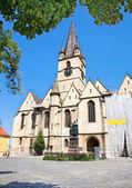 La catedral reformada en sibiu, transilvania, rumania — Foto de Stock