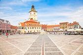 Rady náměstí v brasov, rumunsko. — Stock fotografie