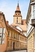 Brasov, romanya şehir sokak dar. — Stok fotoğraf