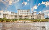 Edificio del parlamento en bucarest. rumania. — Foto de Stock