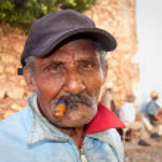 Cuban man smoking a cigar.Trinidad,Cuba. — Stock Photo
