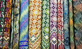 Colored textile in a traditional east bazaar, Yogyakarta on Java — Stock Photo