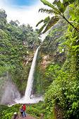 Coban talun cascada cerca de batu en java oriental — Foto de Stock
