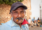 Cuban man smoking a cigar.Trinidad,Cuba. — Stock Photo