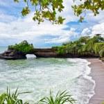 Beautiful beach and Pura Batu Bolong temple on Bali. — Stock Photo #21289103