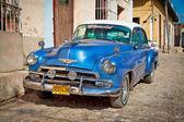 Clásico chevrolet en trinidad, cuba. — Foto de Stock