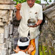 Praying in temple Pura Luhur Uluwatu  in Bali, Indonesia. — Stock Photo