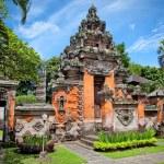 Entrance gate of Negeri Propinsi Museum in Denpasar, Bali — Stock Photo #21295971