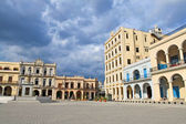 Plaza Vieja with colorful tropical buildings, Havana ,Cuba — Stock Photo