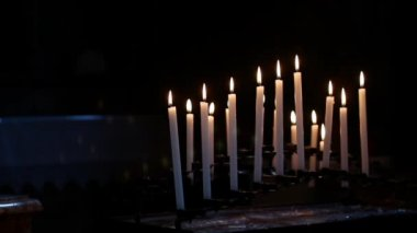 Candles in the church — Stock Video