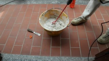Mixing Tile adhesive or cement with a power drill — Stock Video