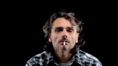 Kouření muž — Stock video
