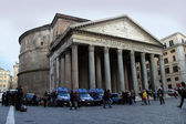 Pantheon exterior with strong police guard — Stock Photo