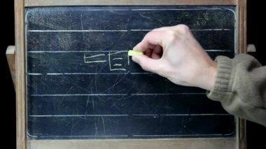 Teacher draws on the board — Stock Video