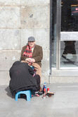 Shoe shiner in Madrid, Spain — Stock Photo