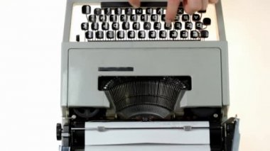 Man typing on a typewriter — Stock Video
