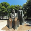 Karl Marx  and Friedrich Engels statues — Stock Photo