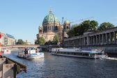 Tourist boats sailing spree river — Stock Photo