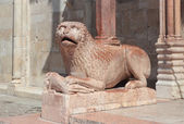 Lion romanesque statue — Stock Photo