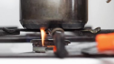Gas turning on — Stock Video