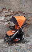 Carrinho de criança abandonado — Foto Stock