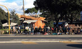 Flea market vendors in Rome — Stock Photo