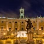 Piazza del Campidoglio, on the top of Capitoline Hill, with the facade of Palazzo Senatorio and the replica of the equestrian statue of Marcus Aurelius Rome — Stock Photo #34568051