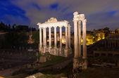 Night view of Temple of Saturn Forum Romanum in Rome — Stock Photo