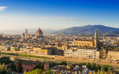 Sunset aerial view of Florence with Cathedral of Santa Maria del Fiore (Duomo) , Palazzo Vecchio and Ponte Vecchio — Stock Photo