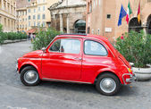 Fiat 500 parked in Rome — Foto de Stock