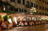 Night view of restaurants on Piazza Navona in Rome — Stock Photo