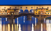 Night view of Ponte Vecchio over Arno River in Florence — Stock Photo