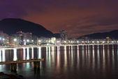 Rio de janeiro copacabana plajı'nın gece görünümü — Stok fotoğraf