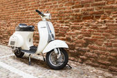 Old Vespa parked on old street in Verona — Stock Photo