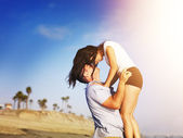 Romantic couple in intimate moment on the beach. — Stock Photo