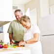 Elderly married couple cooking dinner — Stock Photo