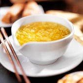 Chinese food - bowl of egg drop soup — Stock Photo