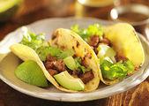 Auténticos tacos mexicanos con carne — Foto de Stock
