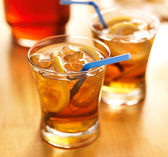 Sweet tea with lemon — Stock Photo